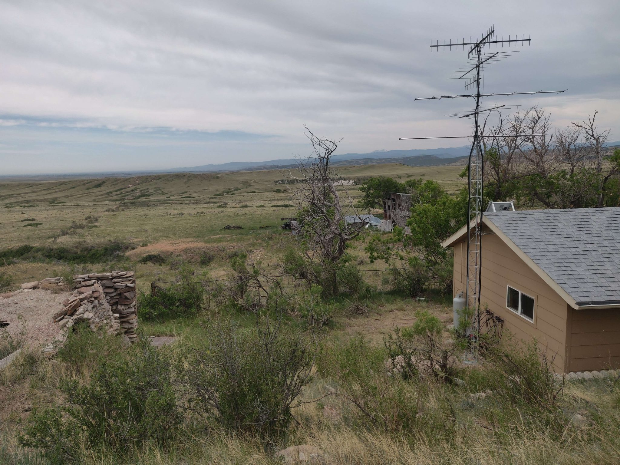 Photo of a Motus station at Soapstone Prairie Natural Area, in northern Colorado.